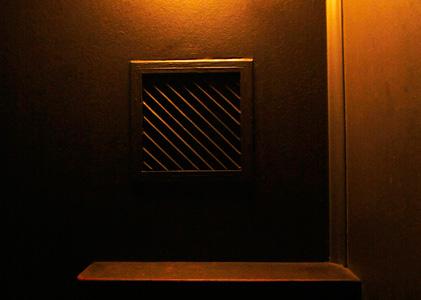 soundinstallation im Beichtstuhl mit geflüstertem Text